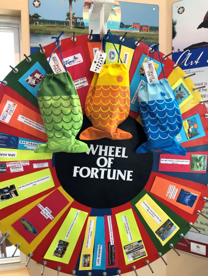 Beach bags filled with amazing promotions and the wheel of fortune with great prizes!